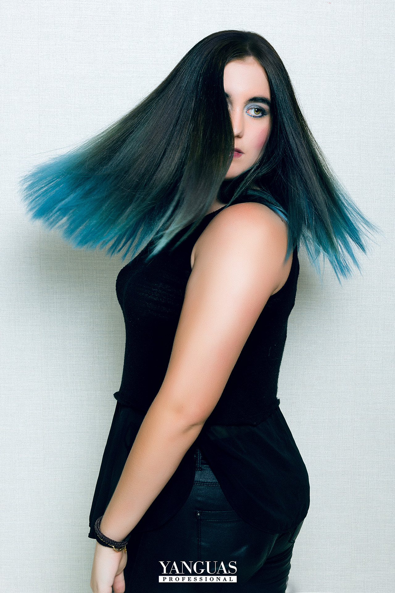 Balayage Con Azul Intenso C01 De Yanguas Contrast Attraxtion